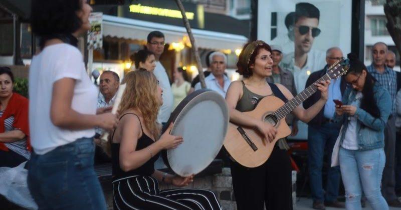#FarklıyızEşitiz Kampanyası Sokakta Müzik Dinletisi İle Sona Erdi
